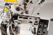 Siruba F007KD-W122-356/FFT/FHA 3-игольная плоскошовная машина с автоматикой, верхним и нижним застилом