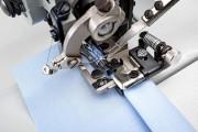 Одноигольная промышленная швейная машина цепного стежка Typical GL 13101-2 с цилиндрической платформой и функцией пропуска стежка для легких и средних материалов